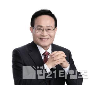 [크기변환]6. 엄태항 봉화군수(동정사진).jpg