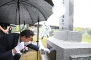 이낙연, '봉오동 전투의 영웅' 홍범도 장군 묘소 참배